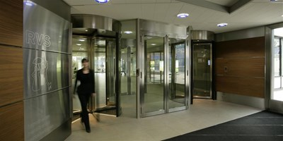 Access-controlled revolving doors