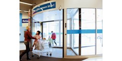 ASSA ABLOY RD3L three-wing revolving door in use